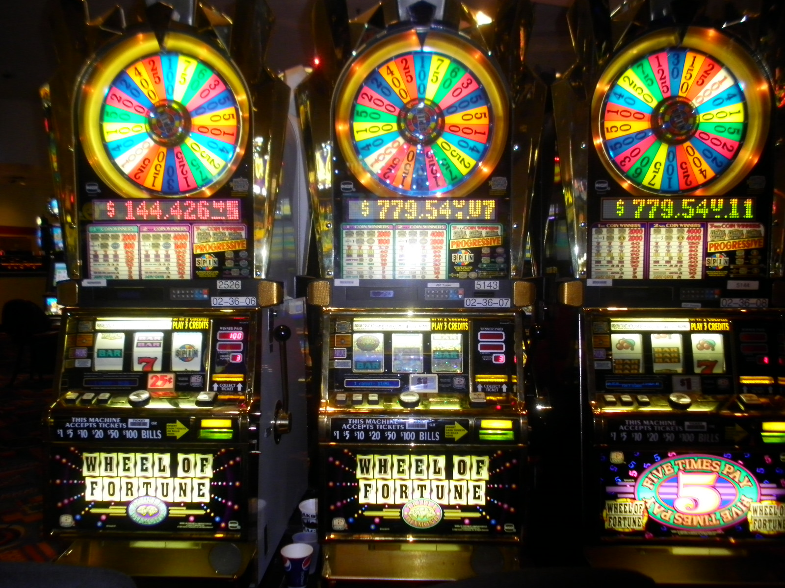 Wheel of fortune online slot machines free doubledown casino facebook free chips