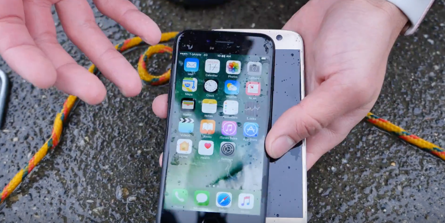 separation shoes 1e7ad 39abc iPhone 7 outlasts Galaxy S7 in 35-feet (~10 m) of water, survives 10 ...