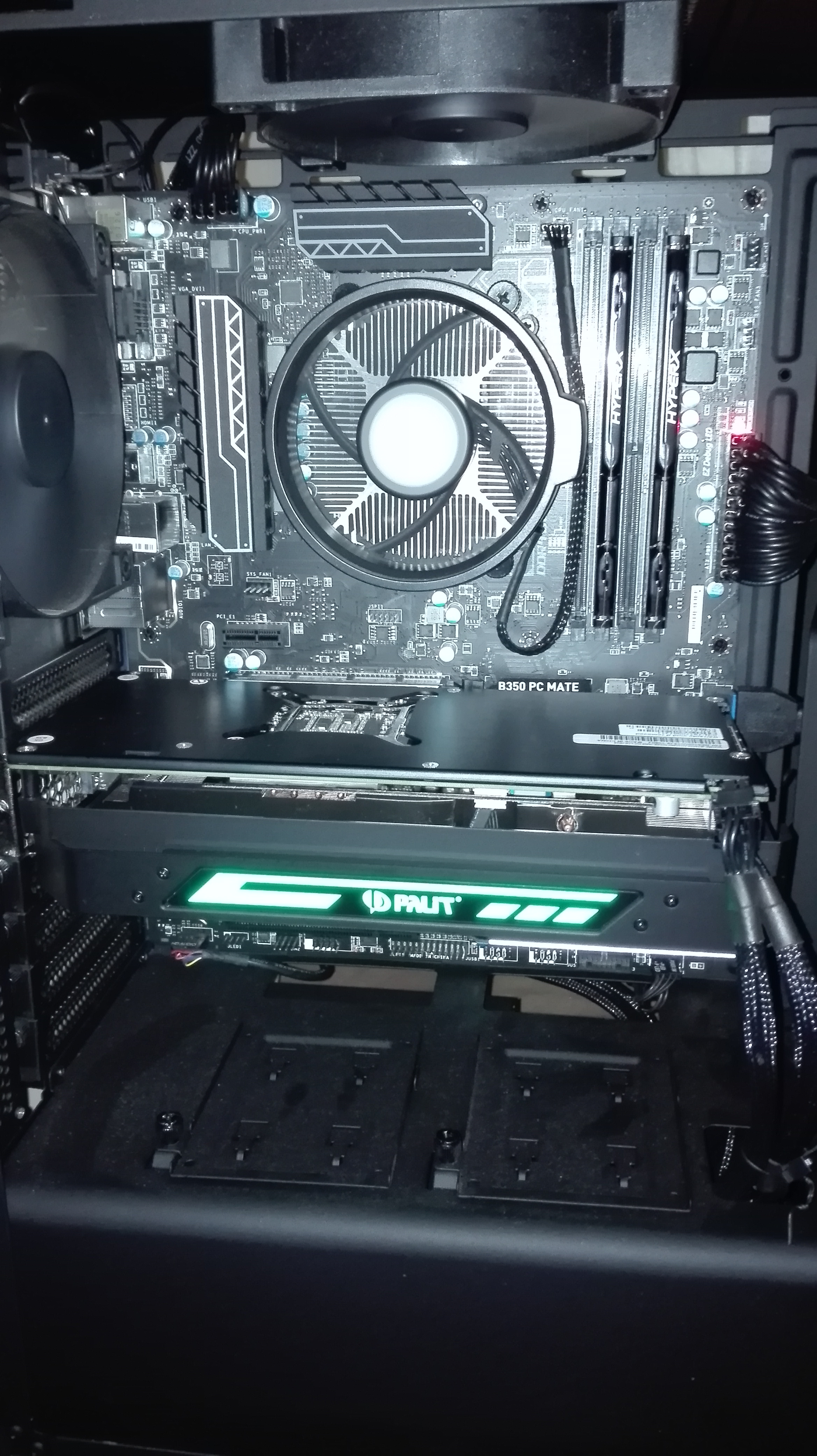 PC won't boot,screen says no signal after installing new GPU