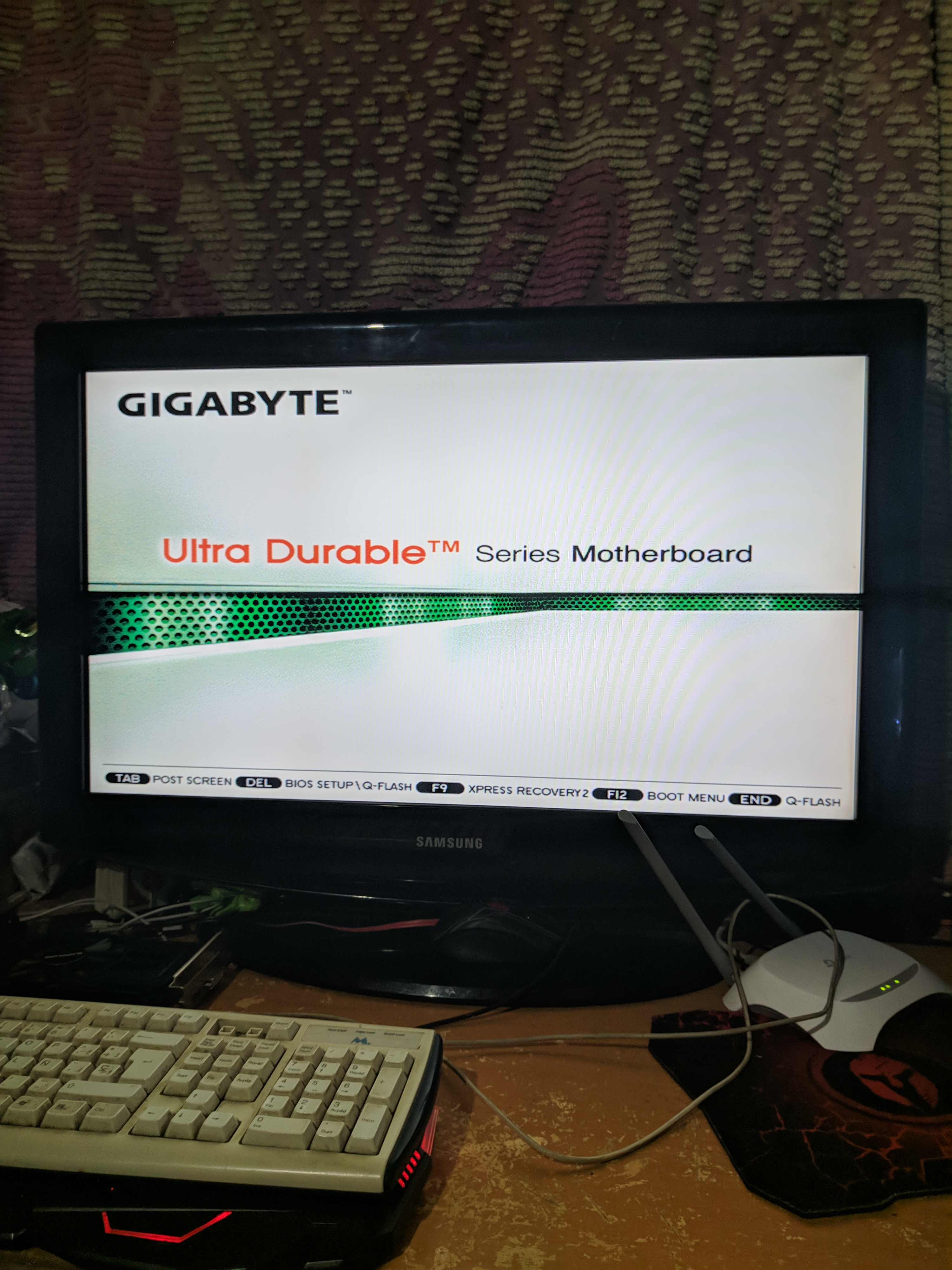 Stuck at gigabyte splash screen - CPUs, Motherboards, and