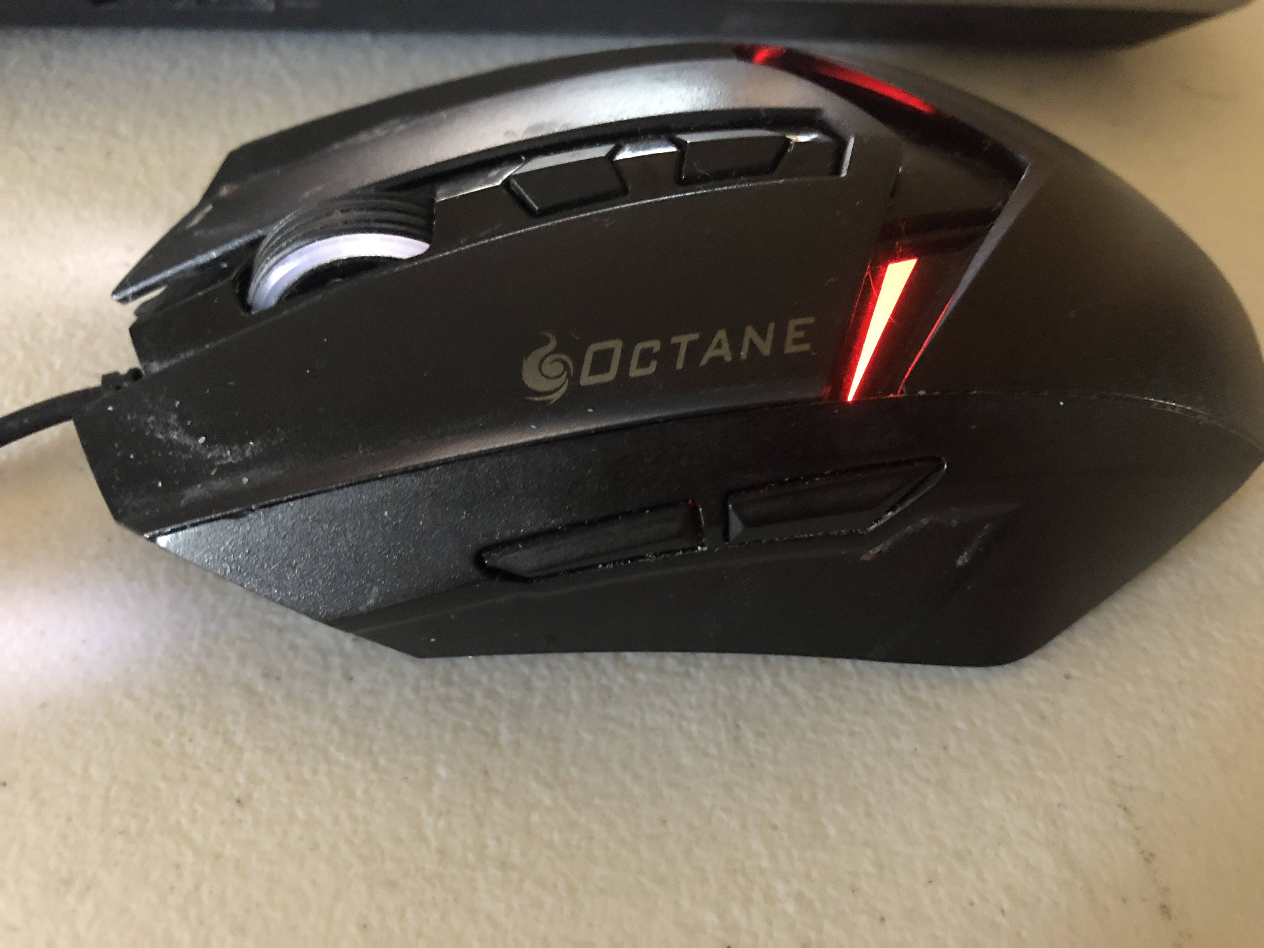 cf9fa945007 I don't need any buttons on the side, I don't need any rgb lights, I just  want a comfortable mouse that can withstand competitive gaming.