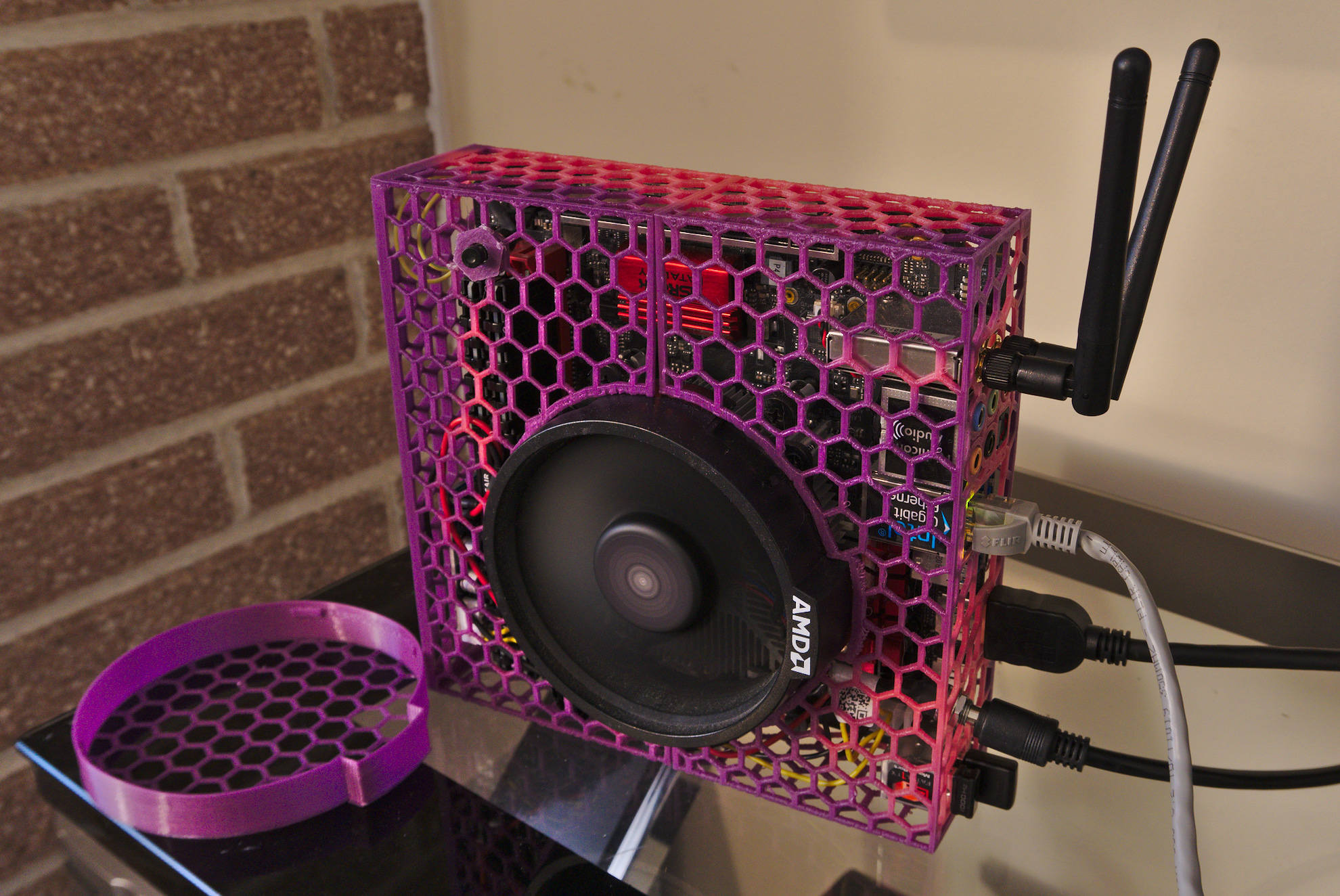 3d Printed Heat Color Changing Mini Itx Ryzen Apu Case Build Cases And Mods Linus Tech Tips